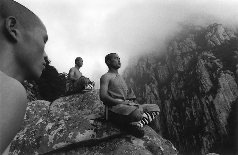 Incredible Photos Of Shaolin Monks By Tomasz Gudzowaty Shockblast 12 800x522