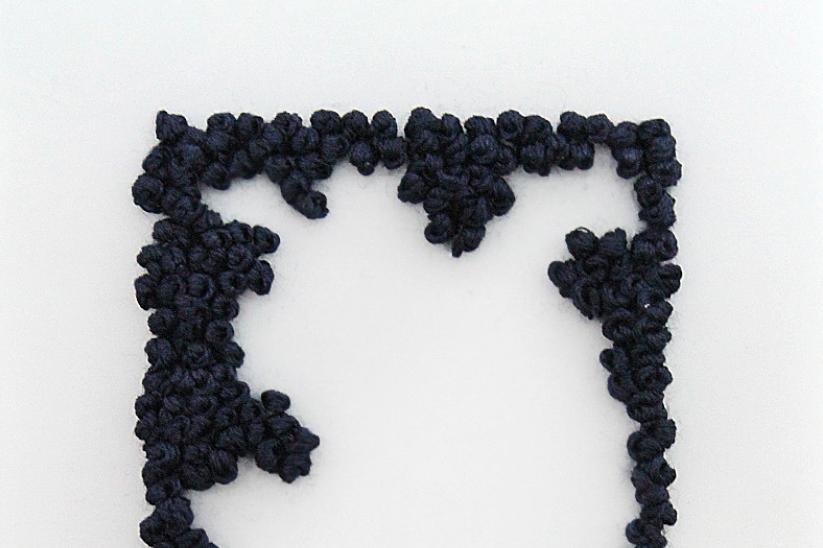 Anónima. Estado 8.0 / 8.2.  Papel vegetal e hilo.(10'5x15cm)