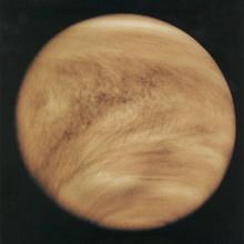 A travers les nuages de Vénus ?