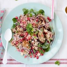 Ensalada de quinoa, berenjenas y granada