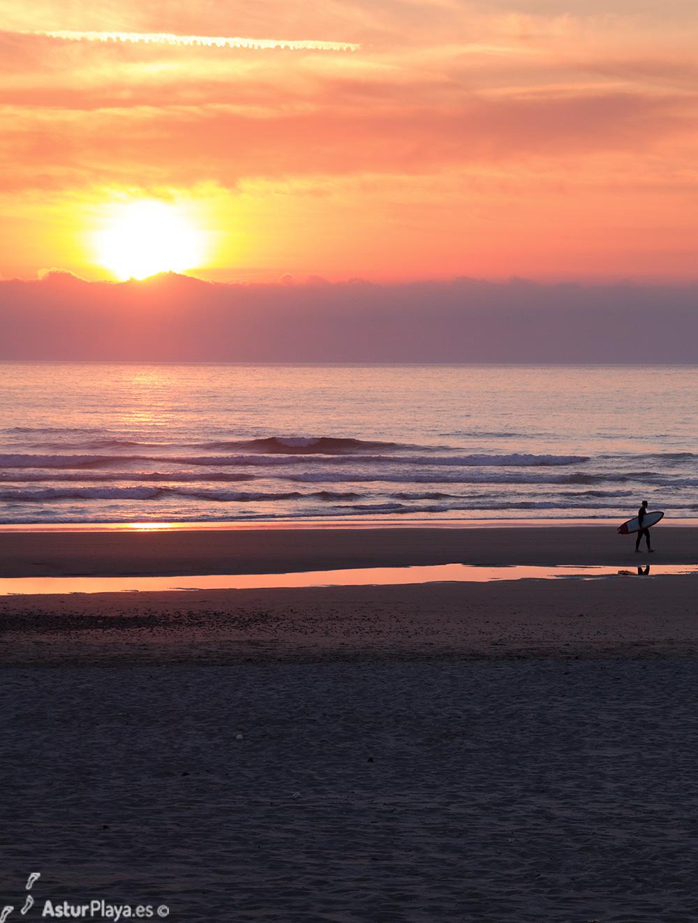 Surf en la playa de Xagó