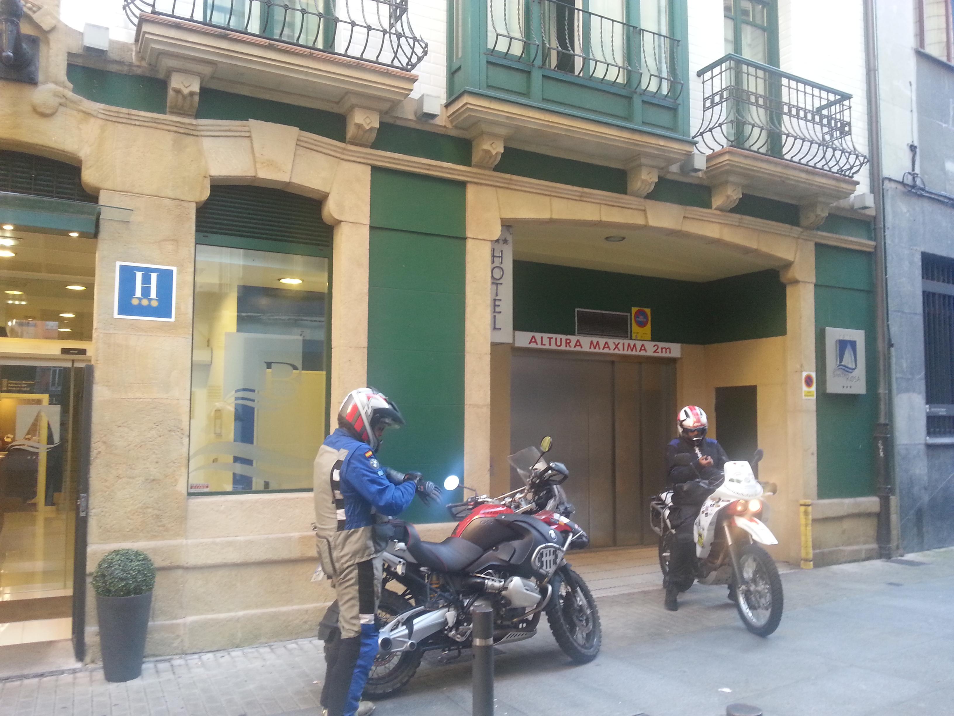 Preparandose Para Grabar Una Nueva Ruta De Caballos De Metal En El Hotel Blue Santa Rosa De Gijon