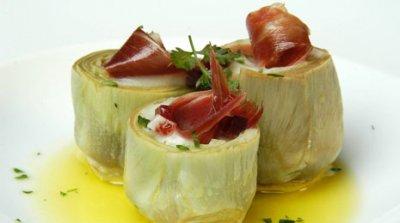 Alcachofas rellenas de bechamel con jamón