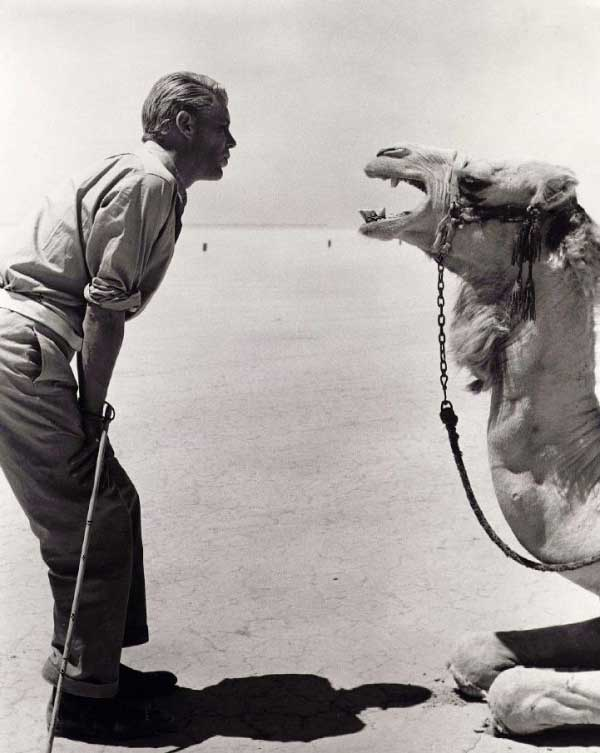 Peter O Toole Talking With His Co Star On The Set Of Lawrence Of Arabia
