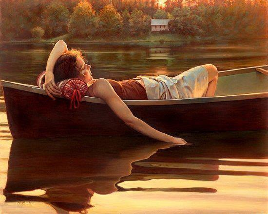 Femme Couchee Dans Barque Eau Main Paisible