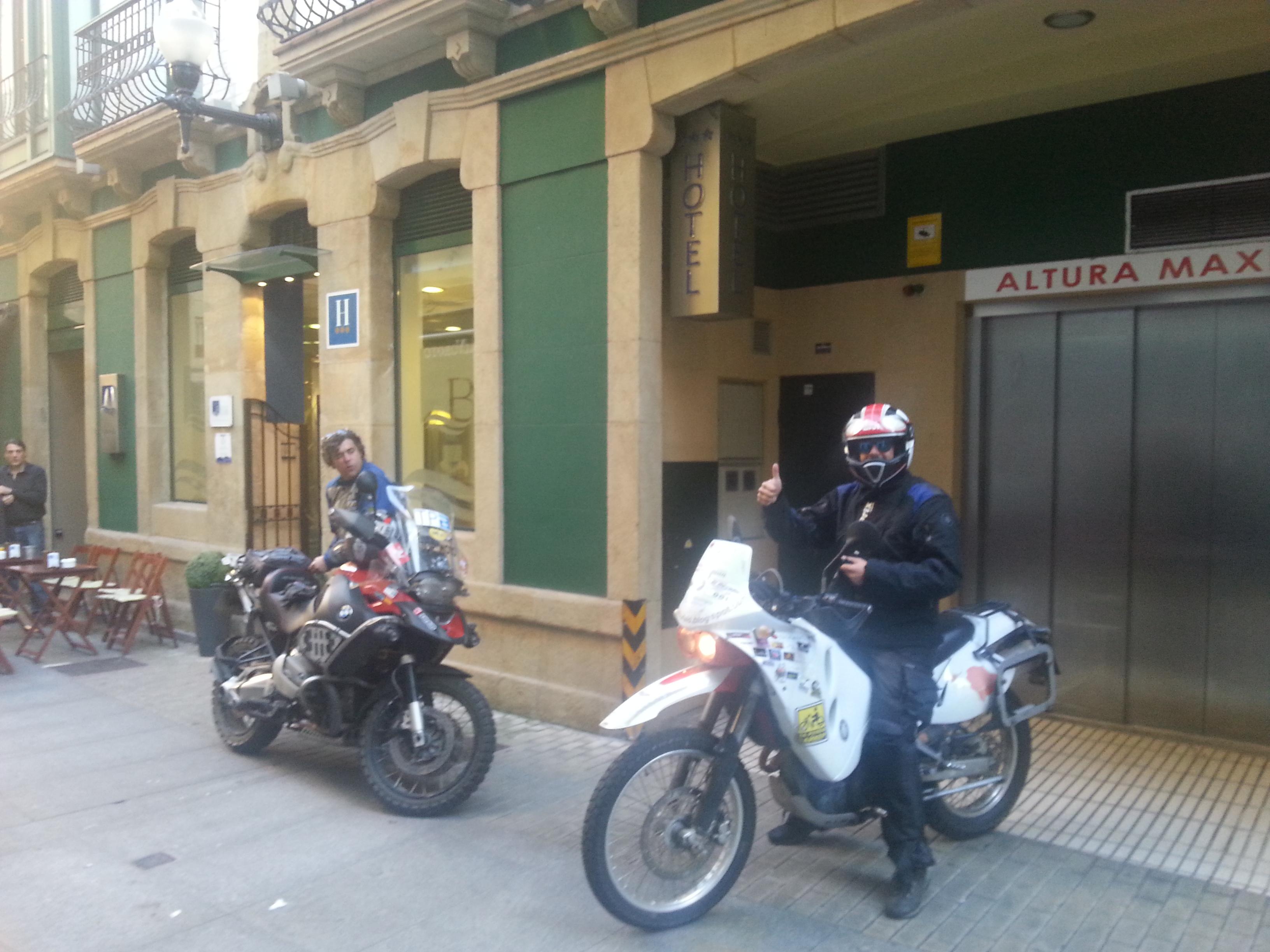 #elbufalo saliendo del garaje del hotel Blue Gijón