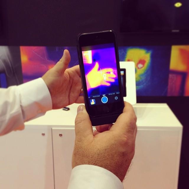 Flir One La Funda Con Camara Termica Para Iphone La Hemos Probado En El Mwc14
