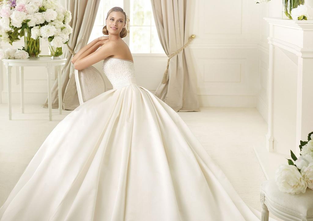 Resultado de imagen de vestidos de novia princesa con pedreria