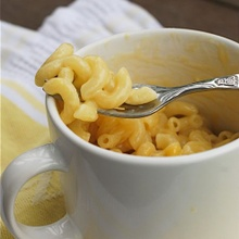 Macarrones con queso, ¡en una taza!