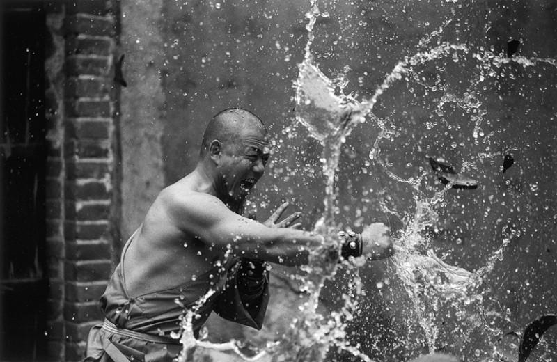 Incredible Photos Of Shaolin Monks By Tomasz Gudzowaty Shockblast 4 800x520