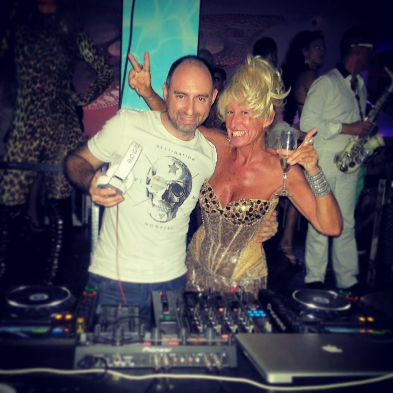 Noche En Moma Ibiza Con Angela Show Oliver Ronan