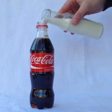 Cuando mezclas Coca-Cola con Leche