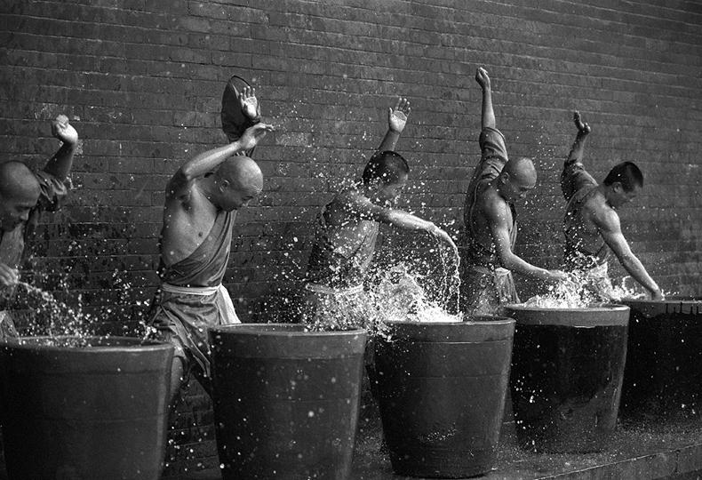 Incredible Photos Of Shaolin Monks By Tomasz Gudzowaty Shockblast 8