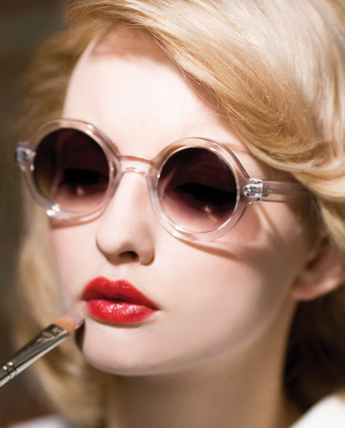 Red Lips And Cool Shades Viva La Fashion 26514719 500 621