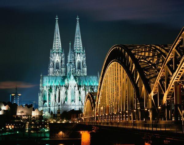 La Catedral De Colonia Junto Al Puente Hohenzollern Galeria Principal Size2