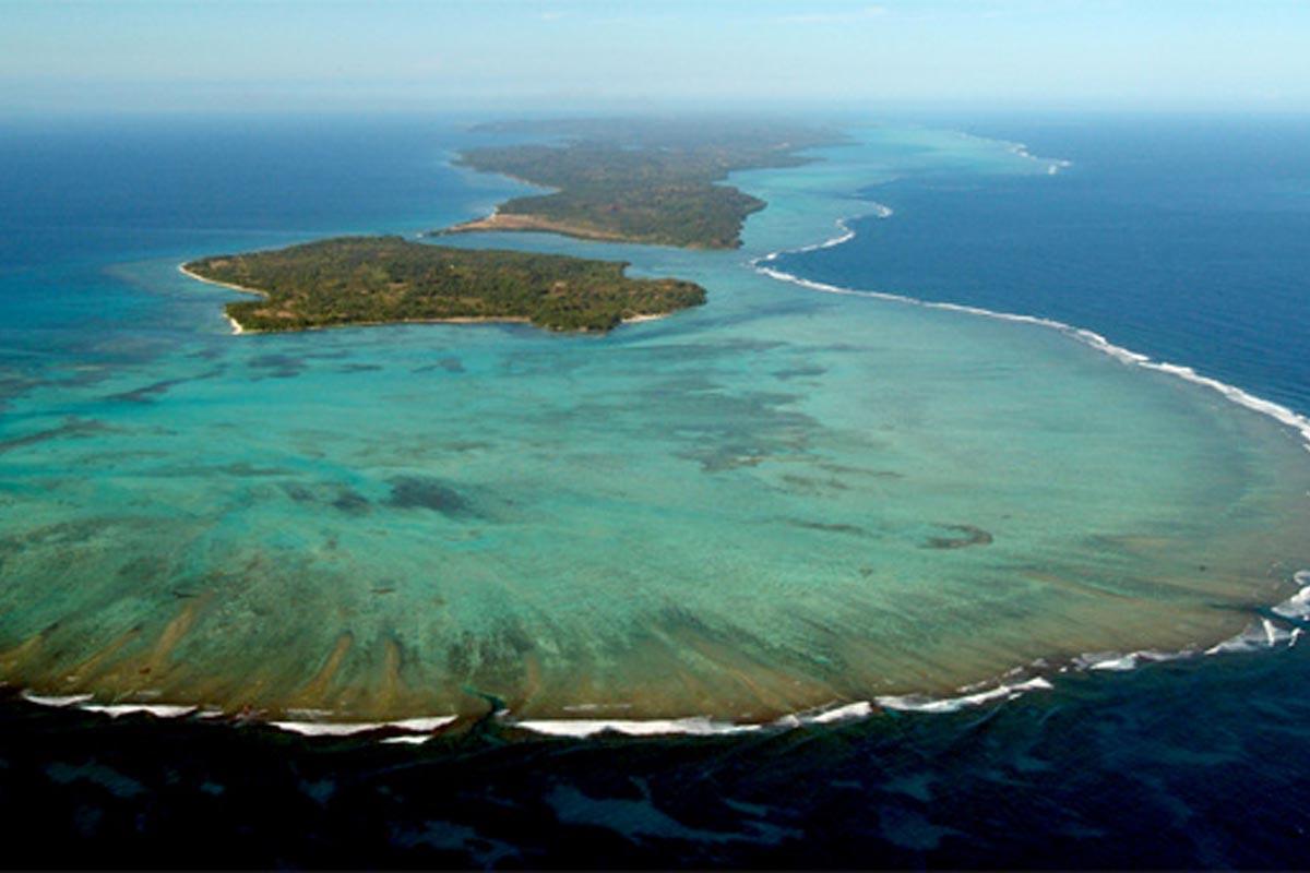 Isla Sainte Marie rodeada de una barrera de coral