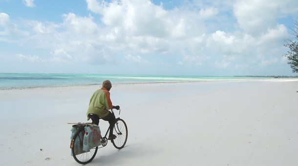 En Bicicleta Por Playa Zanzibar