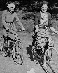 Wimminwomen Cyclists 1930