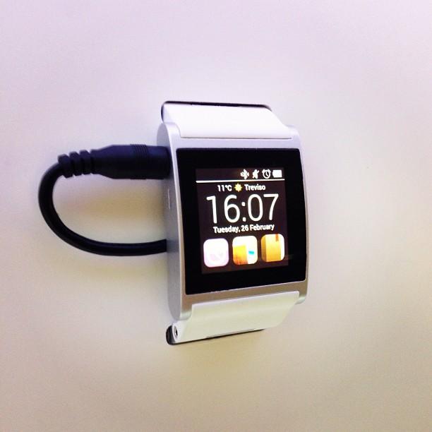 Jugueteando Con El Smartwatch Italiano Im Watch En El Mwc2013