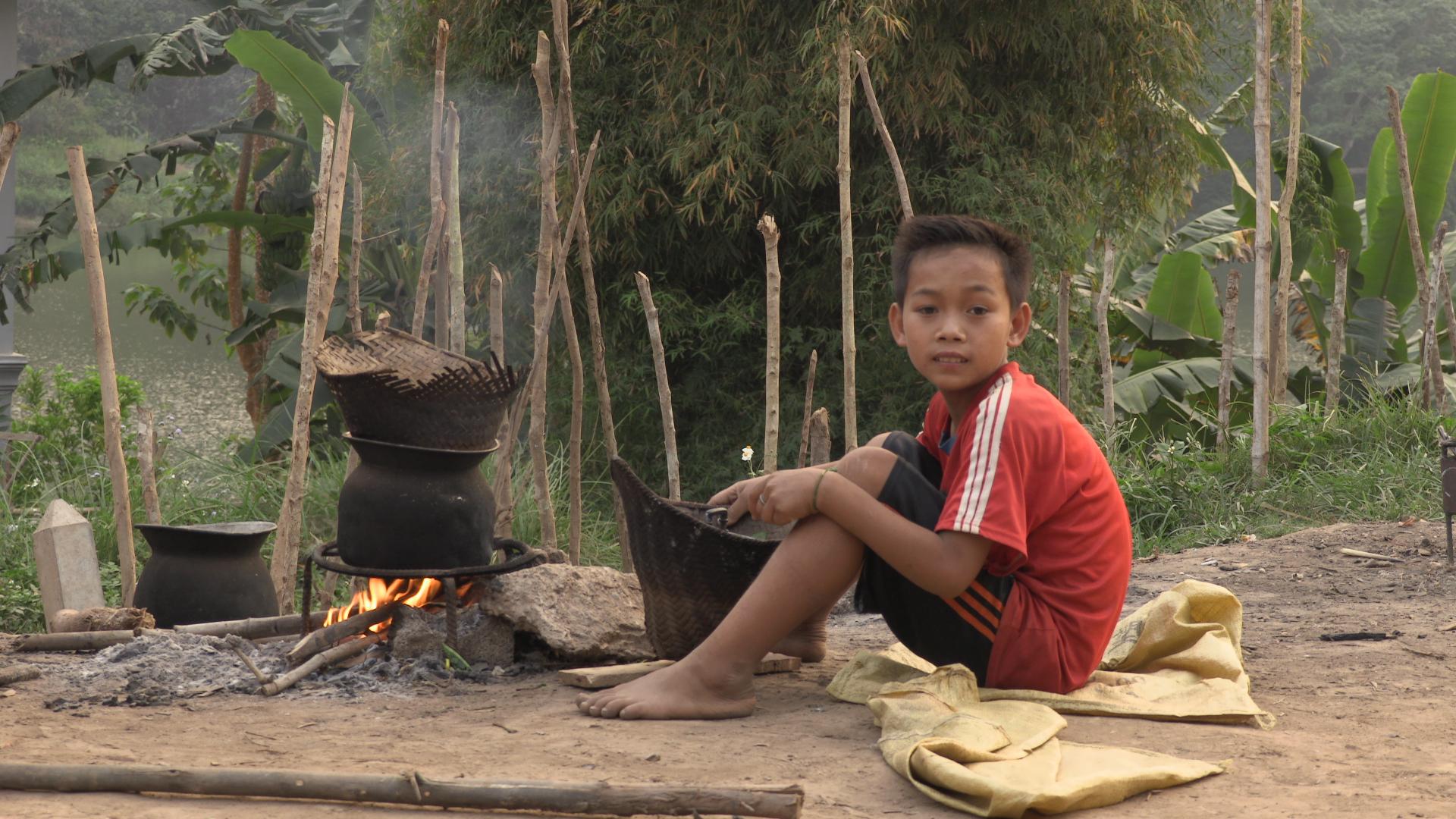 Niños en Muang Ngoi