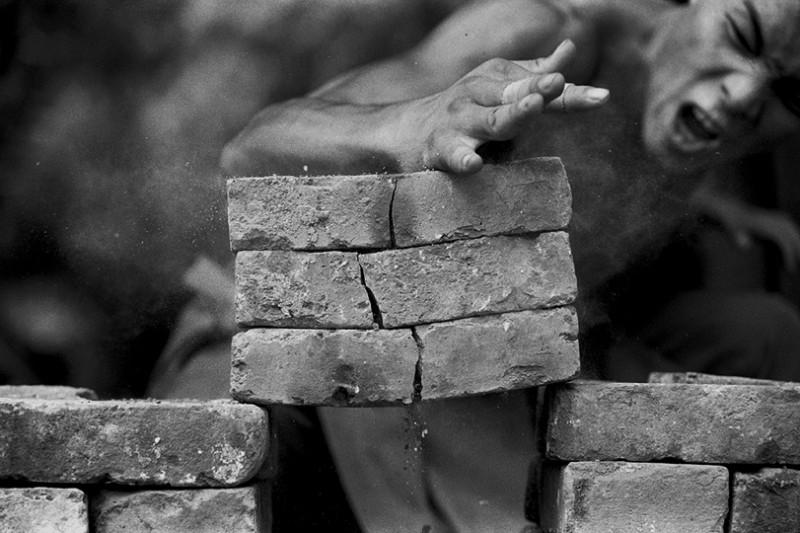 Incredible Photos Of Shaolin Monks By Tomasz Gudzowaty Shockblast 6 800x533