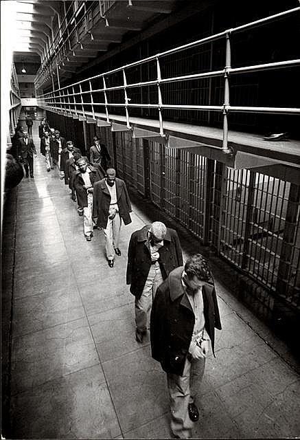 Los Ultimos Prisioneros Abandonando Alcatraz