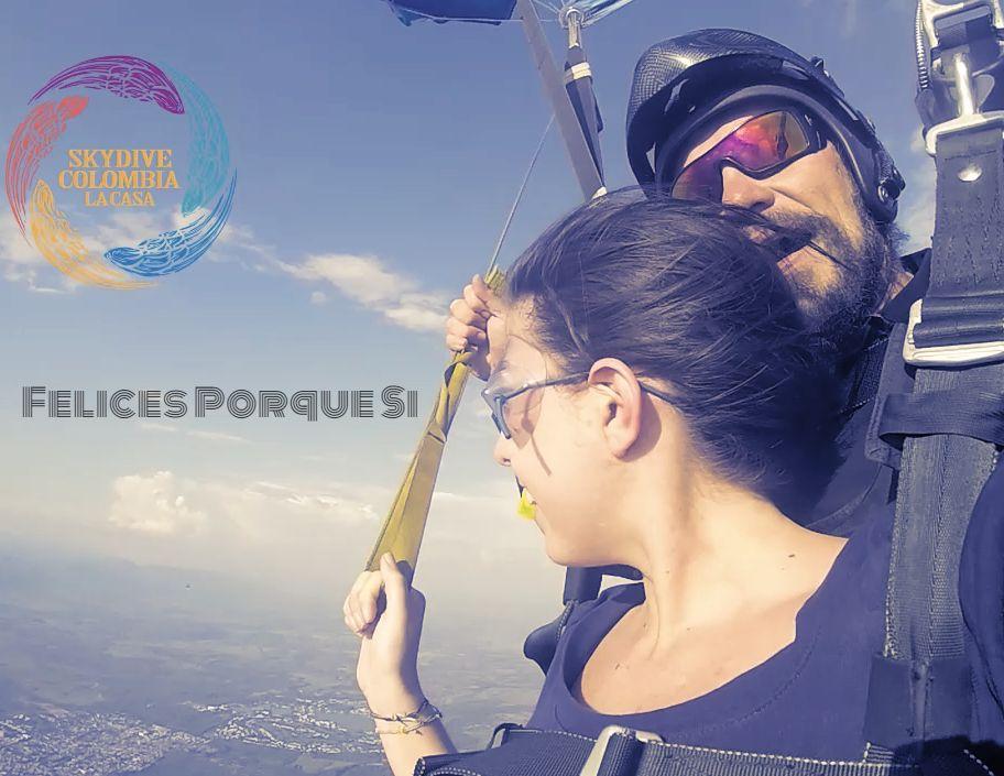 Tocando el cielo en paracaidas