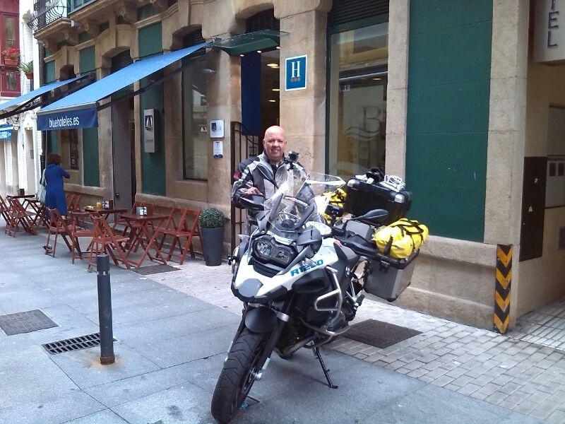 Saliendo del Hotel Blue Santa Rosa Gijón de viaje por Europa