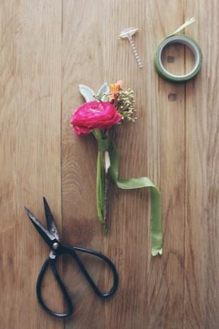 La Mariee Aux Pieds Nus Diy Comment Faire Une Boutonniere Pour Homme Fleurs 2 309x463