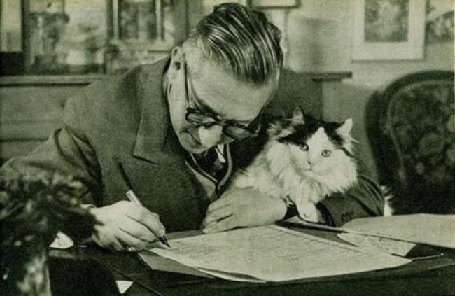 Jean-Paul Sartre y su gato.