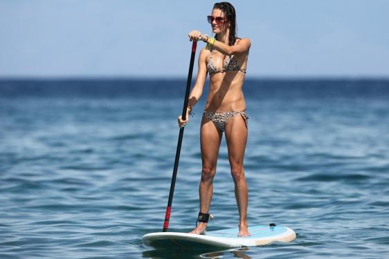 La modelo Alessandra Ambrosio durante sus vacaciones en Maui