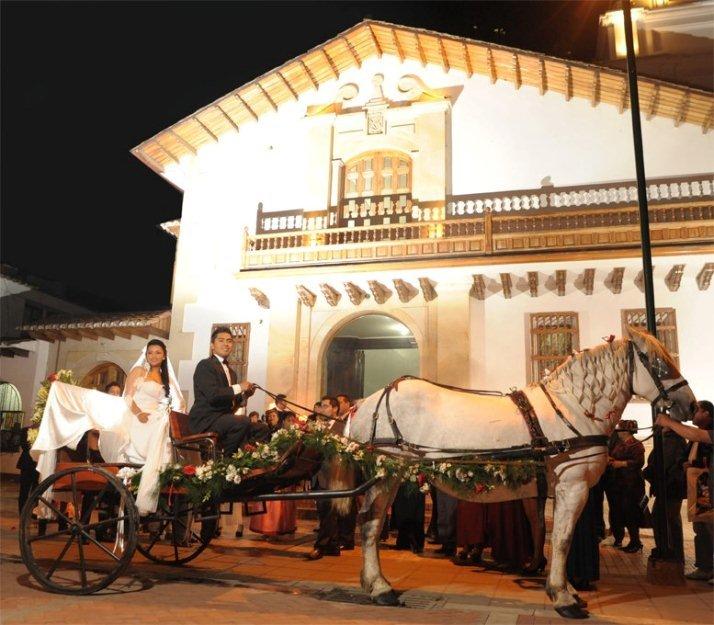 1368553375 510388584 3 Se Alquilan Carruaje Coches Victorias Y Carrozas Enganchados Con Elegantes Caballos Chia