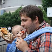 Cuando un padre cuida de un bebé