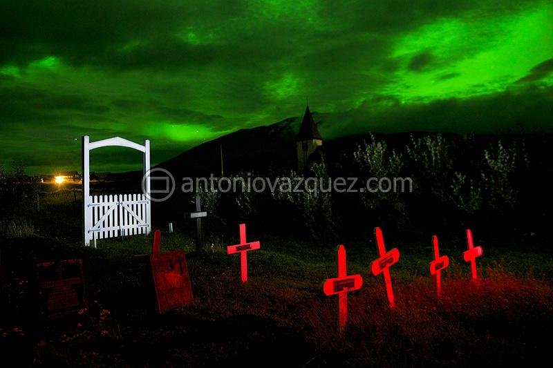 Aurora boreal y cementerio de Hellnar