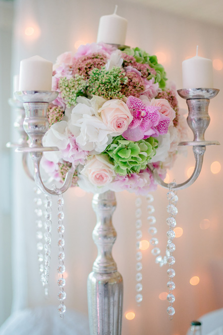 Centre Table Chandelier Blanc Rose Bougies Reflets Fleurs Mariage