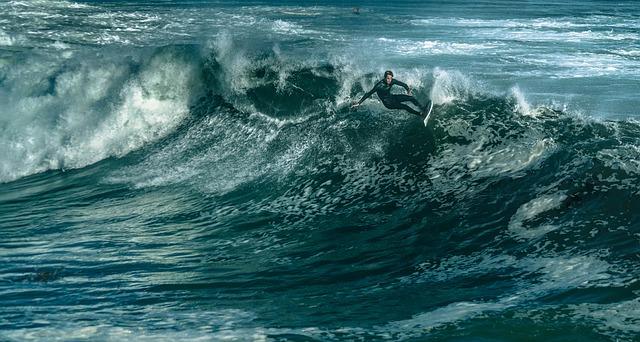 Surf - drwilmerton (pixabay)
