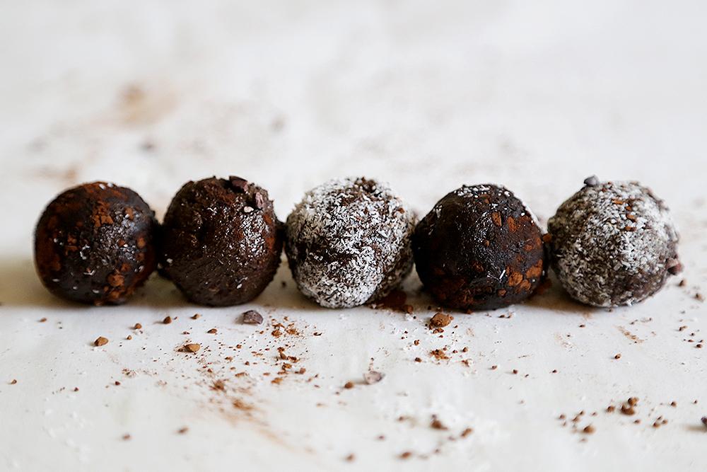 Raw Vegan Chocolate Avocado Truffles Recipe 003