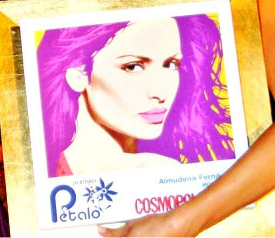 PREMIOS PÉTALO-COSMOPOLITAN as the best international model