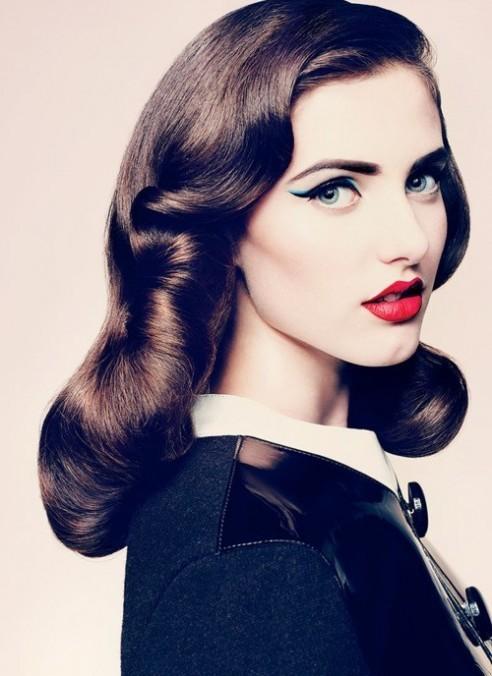 Kim Kardashian Midweek Makeup Cat Eye Red Lip Combo 012 492x676