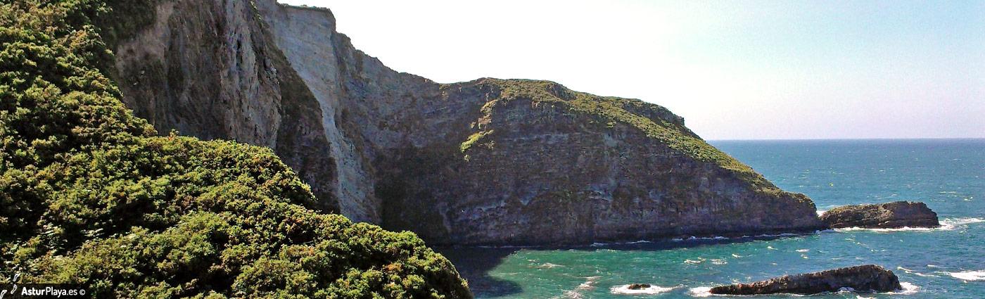 San Cidiello Beach Cudillero Asturias3