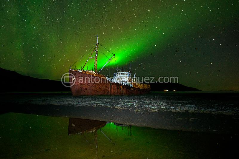 Barco encallado en el Fiordo de Patreksfjördur
