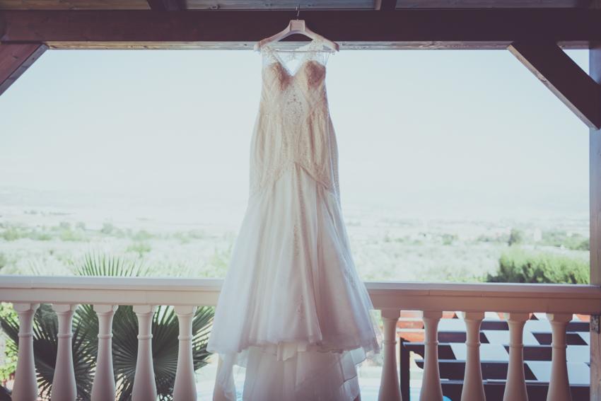 El vestido colgado, esperando a ser el protagonista