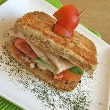 Sandwich con pan de atún