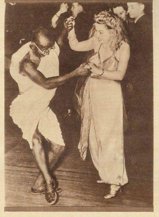 Gandhi Bailando