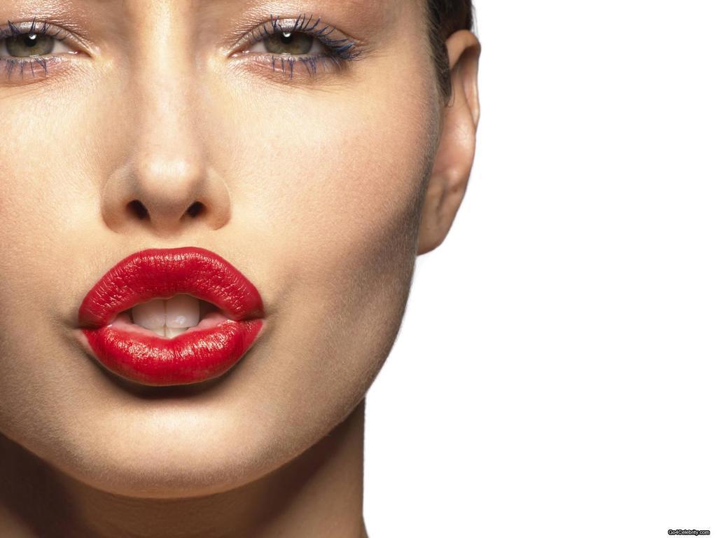 Jessica Biel With Bright Red Lips 4239