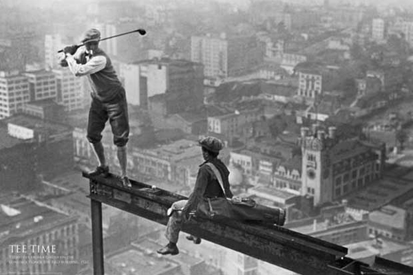 9. Jugando al golf en un rascacielos (1932)