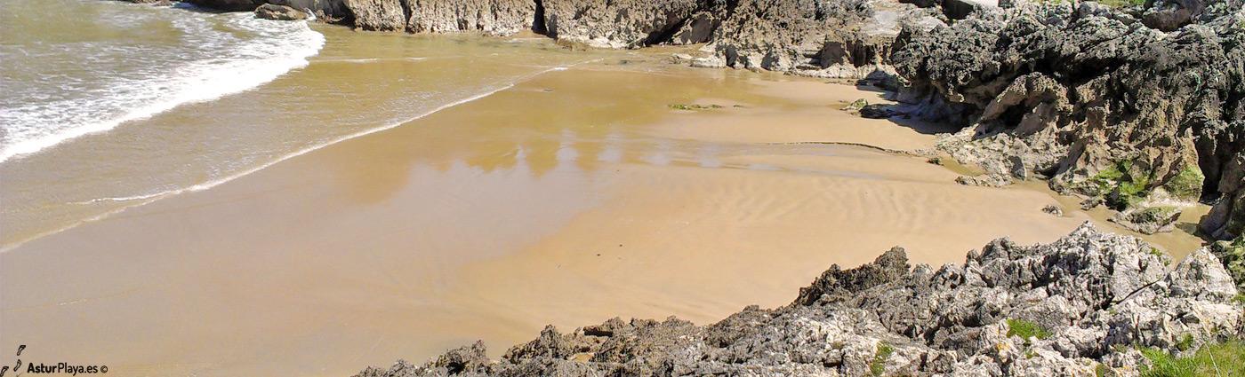Los Curas Las Camaras Beach Llanes Asturias3