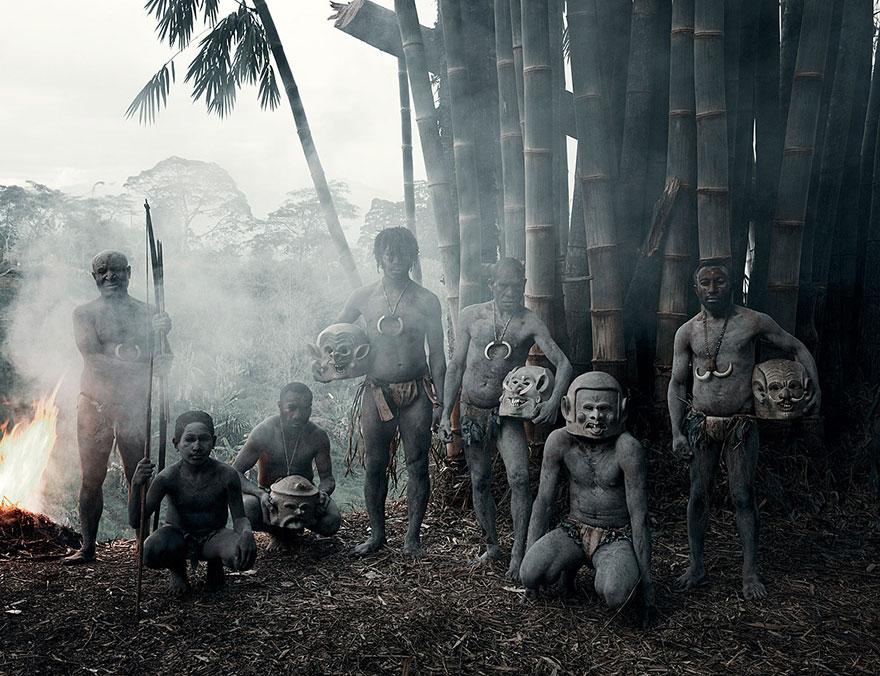 Asaro, l'Indonésie et la Papouasie- Nouvelle-Guinée