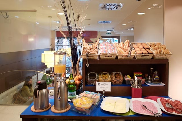 Desayuno Continental Hotel Blue Marques De San Esteban Gijon