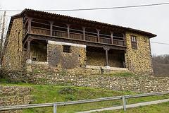 La Casona Vista Desde La Carretera De Carabanzo De Juliusvi
